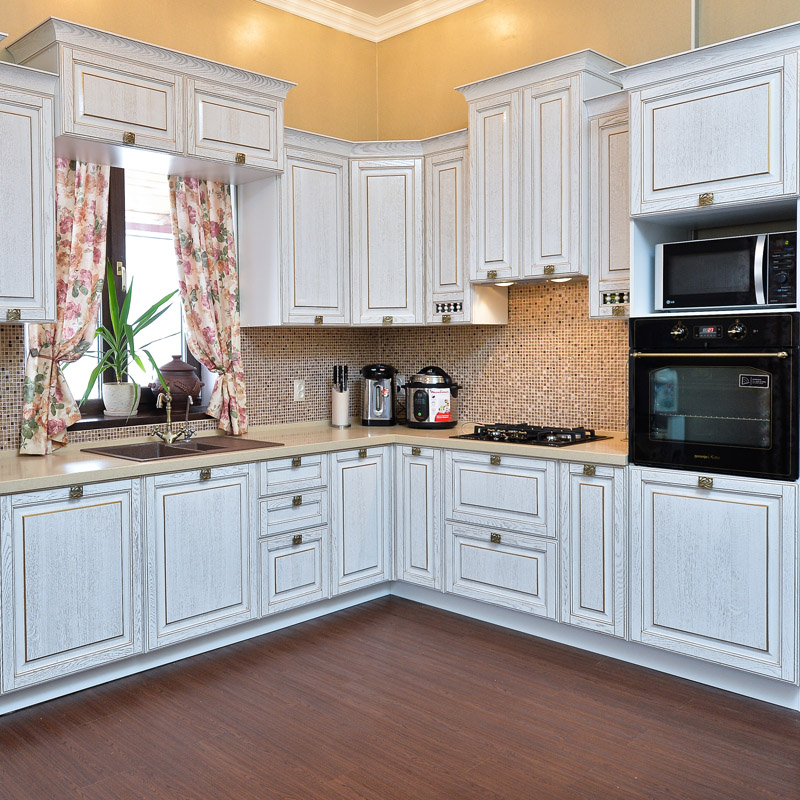 Кухня Виконт белый с золотой патиной
